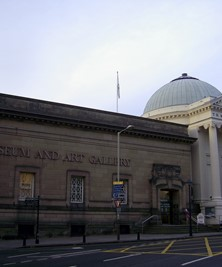 Exterior of Perth Museum and Gallery - Attribution: user:kilnburn